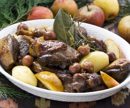 Enten-Kartoffel-Topf mit Kirschen und Äpfeln