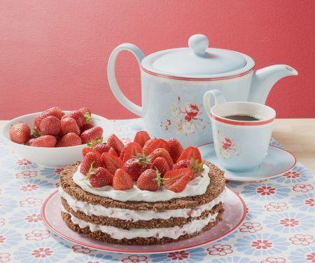 Erdbeer-Sahne-Torte und Kaffee