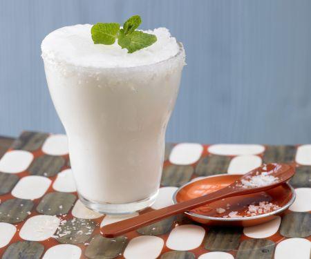 Erfrischender Dickmilch-Drink