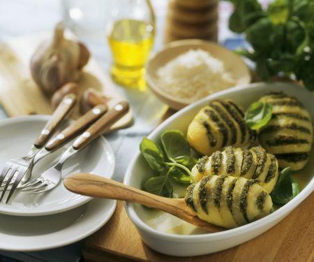 Fächerkartoffeln mit Pesto