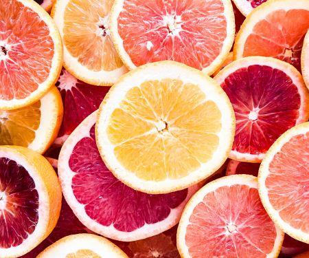 © Unsplash/ Rayia Soderberg: Wie bei einer Orange umhüllen und durchdringen Faszien unseren Körper.