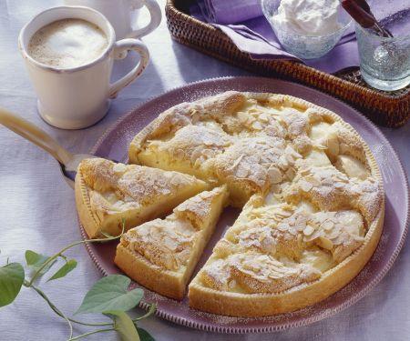 Feiner Apfelkuchen mit Eischnee und Mandeln