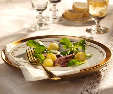 Feldsalat mit Apfelbällchen und Hasenfilet