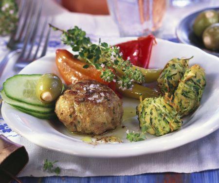 Feta-Frikadelle mit Zucchininocken