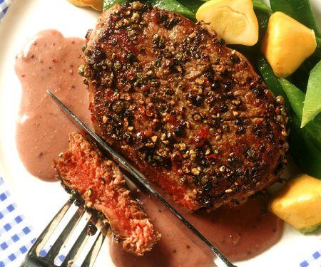 Filetsteaks mit Rotweinsauce und Gemüse