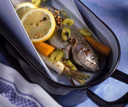 Fisch im Gemüsesud gegart