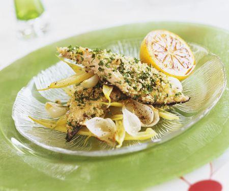 Fisch in Kräuterpanade und Wachsbohnensalat