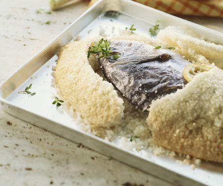 Fisch in Salzkruste auf kanarische Art