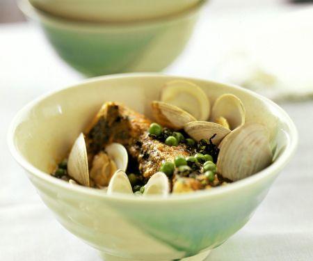 Fisch mit Gemüsesauce und Muscheln