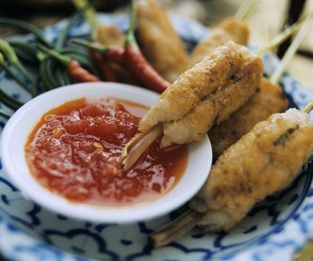 Fisch-Shrimps-Röllchen mit Chilisoße auf Thai-Art