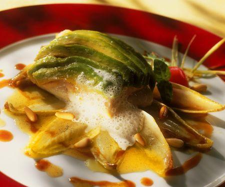 Fischfilets mit Chicoree und Avocado