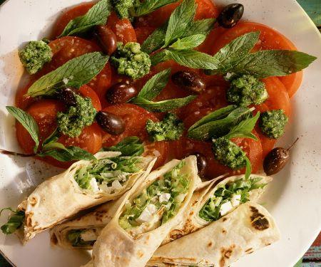 Fladenbrotröllchen mit Tomaten