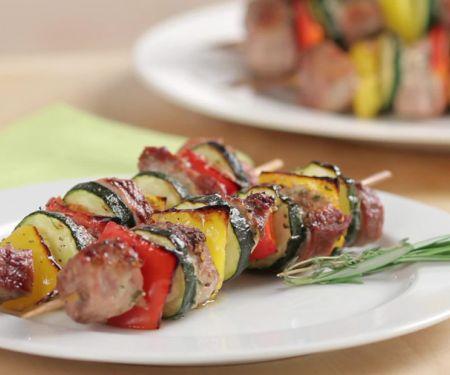 Fleischspieße mit Gemüse aus dem Ofen