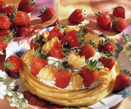 Flockentorte mit Erdbeeren