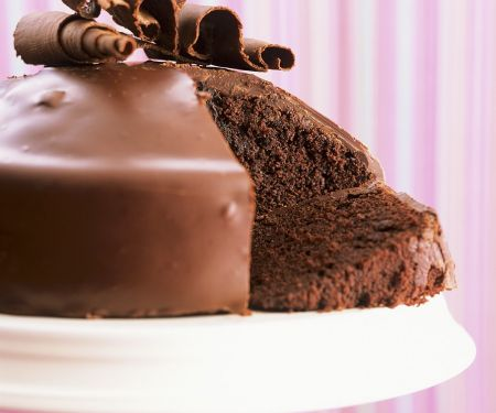 Fluffiger Schokoladenkuchen mit Glasur