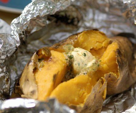 Folien-Süßkartoffel mit Kräuterbutter