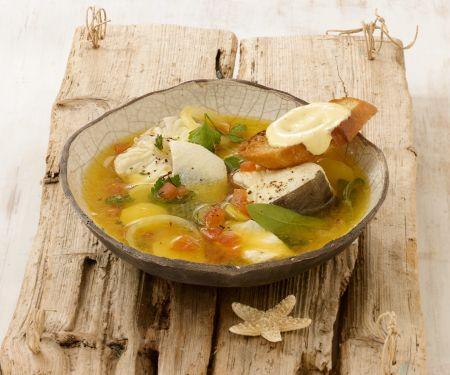Französische Fischsuppe (Bouillbaise) mit Rouille