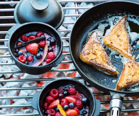 French Toast mit Beerenkompott