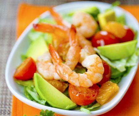 Fruchtiger Salat mit Shrimps und Avocado