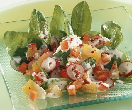 Fruchtiger Spinat-Paprikasalat