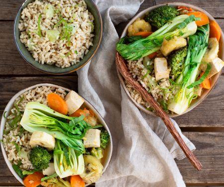 Fruchtiges Gemüse-Tofu-Curry mit Limettenreis