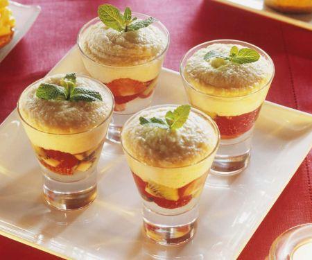 Früchtebecher mit Grießpudding