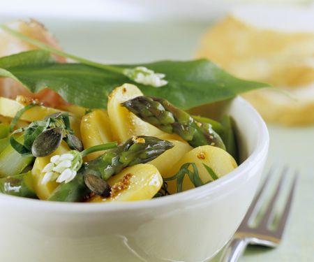 Frühlings-Kartoffelsalat mit Spargel und Bärlauch