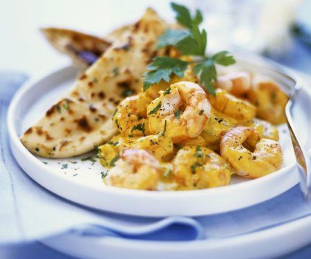 Garnelen mit Currysauce und Fladenbrot