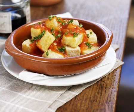 Gebackene Kartoffeln mit Tomatensauce (Patatas bravas)
