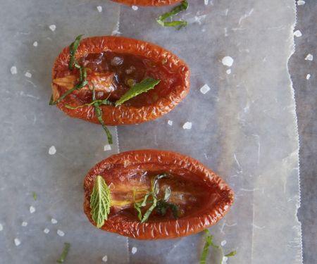 Gebackene Tomaten und Kräutern