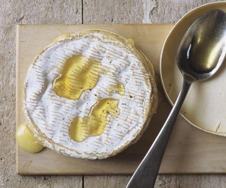 Gebackener Camembert mit Honig