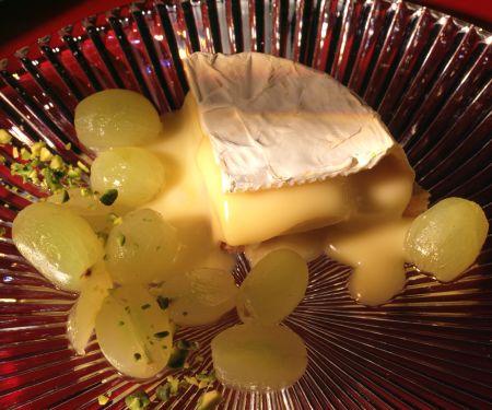 Gebackener Camembert mit Trauben