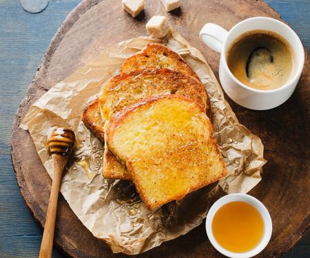 Gebackener Toast mit Honig