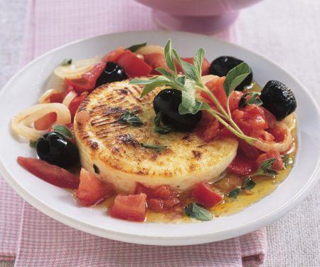 Gebackener Ziegenkäse mit Oliven und Tomaten