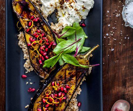 Gebratene Auberginen mit Joghurtcreme und Granatapfel