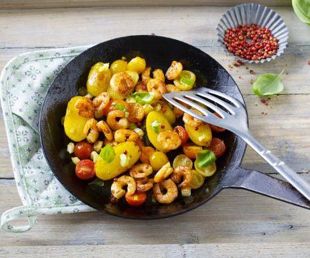 Gebratene Kartoffeln mit Shrimps
