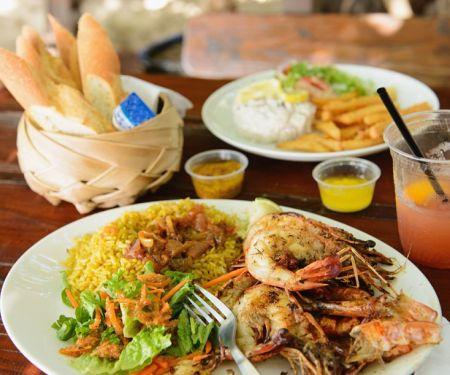Gebratene Shrimps mit Safranreis