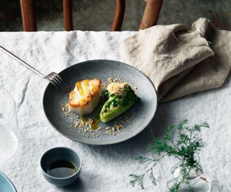Gebratener Skrei aus der Pfanne mit Brokkoli und Haselnüssen
