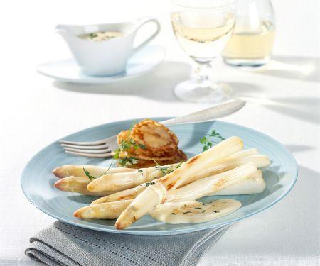 Gebratener Spargel mit Parmesan-Sabayon und kleinen Pfannküchlein