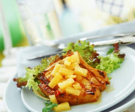 Gebratenes Kotelett mit Ananas
