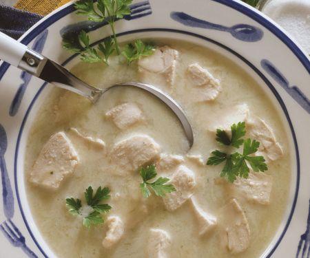 Geflügelsuppe mit Kartoffeln, Porree und Petersilie