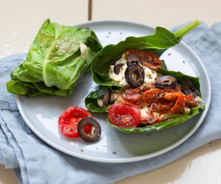 Gefüllte Kohlrabiblätter mit Feta und Tomaten