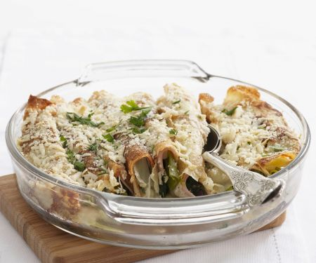 Gefüllte Pfannkuchen mit Schinken, Lauchzwiebeln, Mozzarella und Parmesan