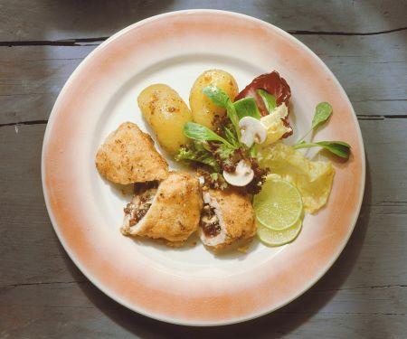 Gefülltes Putenschnitzel mit Salat