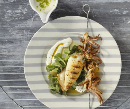 Gegrillte Calamari mit Feldsalat