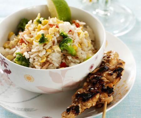 Gegrillte Hähnchenspieße mit Reis