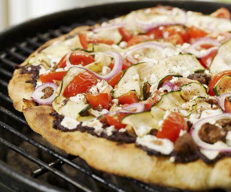 Gegrillte Pizza auf griechische Art