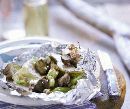 Gegrillter Camembert mit Birne, Pilzen und Porree