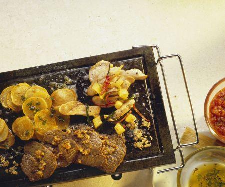 Gegrilltes Fleisch und Gemüse