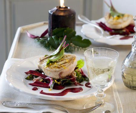 Gegrilltes Schwertfischsteak auf Salat